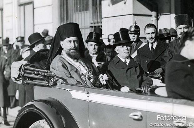 Mitropolitul Visarion Puiu si ministrul Cultelor Alexandru Lapedatu