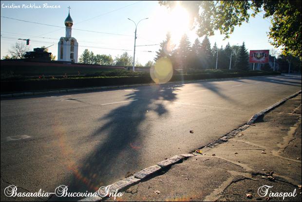 Tancul sovietic, capela si panouri comuniste in Tiraspol, Transn