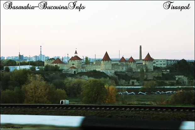 48 Cetatea Tighina de pe podul peste Nistru spre Tiraspol 2012- Transnistria - Basarabia-Bucovina. Info - Foto Victor Roncea