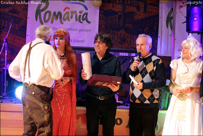 9 Decernarea premiilor la Balul Mascat al Romanilor de la Graz - Victor Roncea - Doru Dinu Glavan UZP -  Fam Popi - foto Cristina Nichitus Roncea