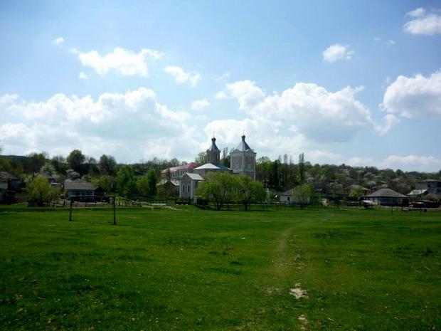12 Napadeni - Noua Biserica Sf Nicolae - Pr ziarist Grigore Constantinescu - Glasul Basarabiei - Basarabia-Bucovina.Info