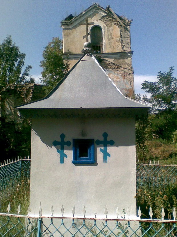 5 Altarul vechii Biserici din Napadeni - Pr ziarist Grigore Constantinescu - Glasul Basarabiei - Basarabia-Bucovina.Info