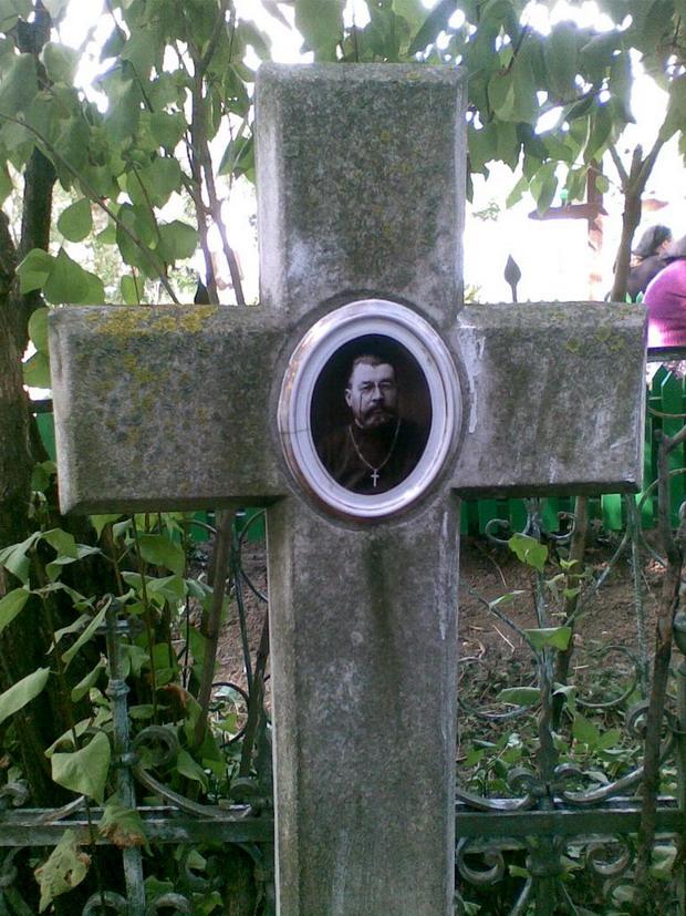 7 Napadeni - Crucea si Mormantul Pr ziarist Grigore Constantinescu - Glasul Basarabiei - Basarabia-Bucovina.Info
