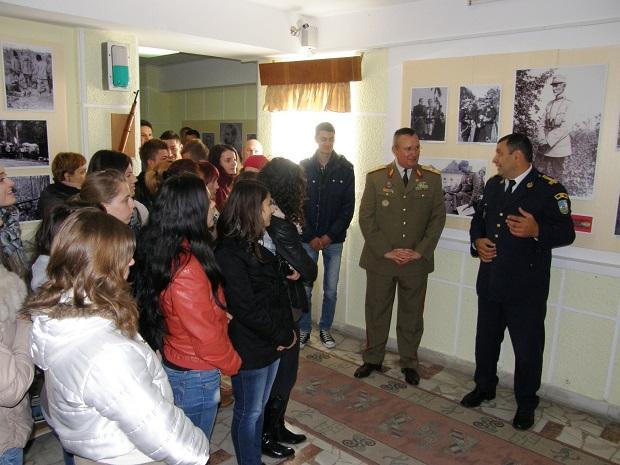 Vizitarea muzeului Diviziei 2 Infanterie Fundaţia Mareşal Alexandru Averescu via Basarabia Bucovina Info.jpg