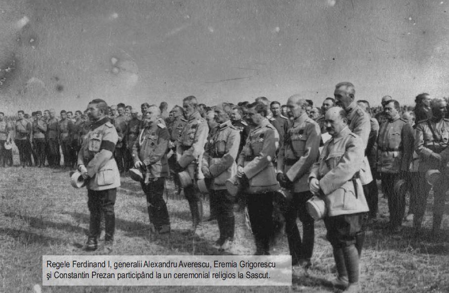 Regele Ferdinand si generalii Averescu, Grigorescu, Prezan la o slujba religioasa la Sascut - Basarabia-Bucovina.Info