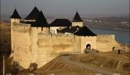Cetatea Hotin vazuta de Basarabia-Bucovina.Info. Video